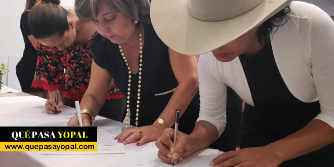 Photo of Mujeres firman Pacto de empoderamiento político para transformar a Casanare