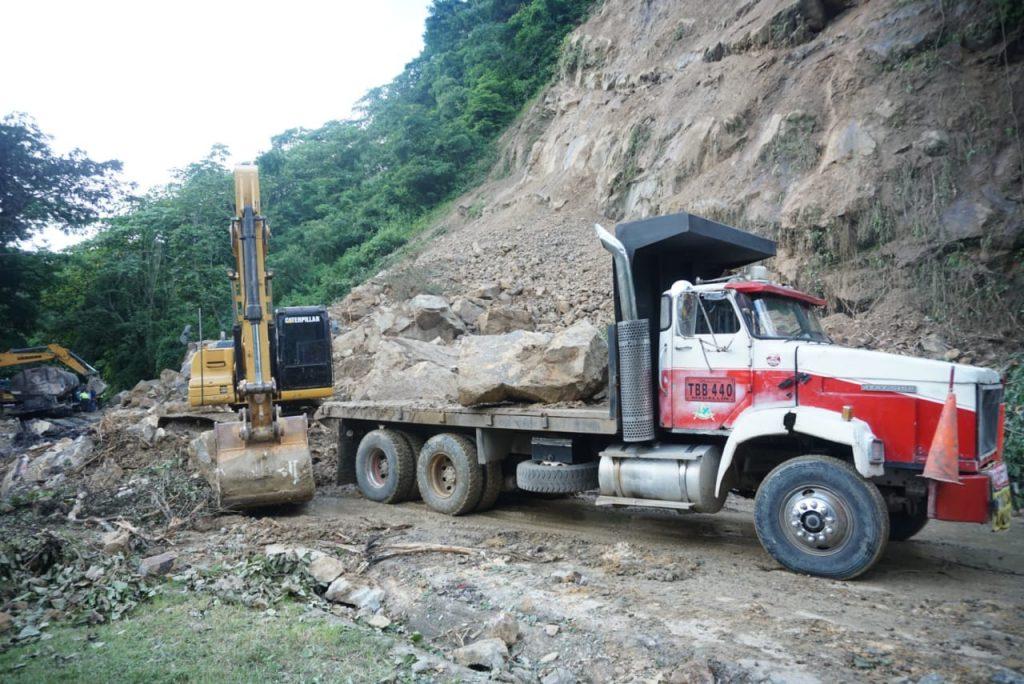 Photo of Gestión del Riesgo evaluó nuevo deslizamiento a la altura del puente La Cabuya