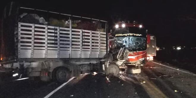 Photo of Ocho personas resultan heridas tras violento choque entre Monterrey – Villanueva