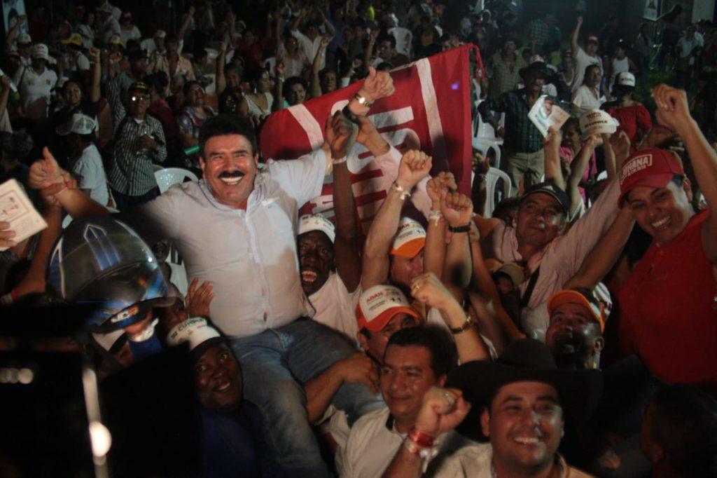 Photo of Marco Tulio Ruiz salió en hombros de Aguazul
