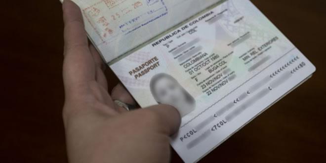 Photo of oficina de pasaportes revisa al detalle los documentos de sus usuarios