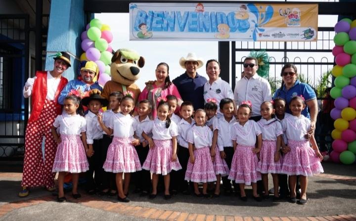 Photo of Más de 400 niños de la Comuna VI disfrutaron de la preapertura del Parque Acuático de la Orinoquía Nacua