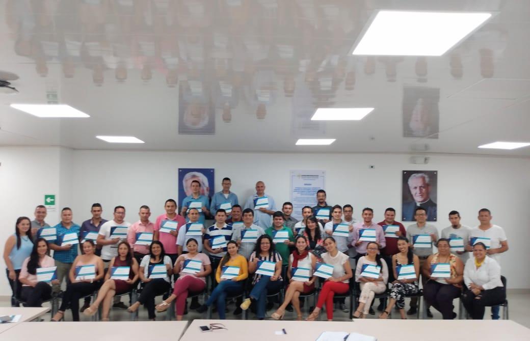 """Photo of Se realizó la última sesión 2019 de formación para docentes del proyecto """"Escuela para el Emprendimiento BBVA"""""""