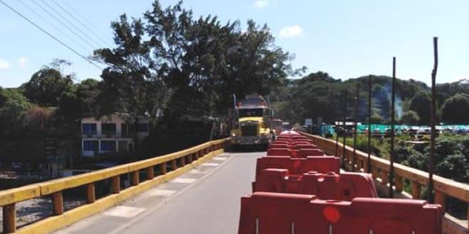 Photo of Tránsito normal sobre el puente del río Túa