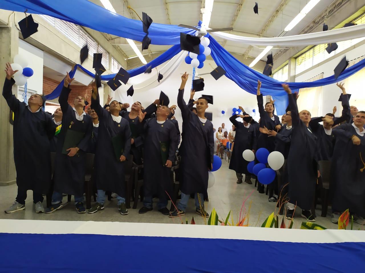 Photo of 57 reclusos de la cárcel de Yopal se graduaron como bachilleres