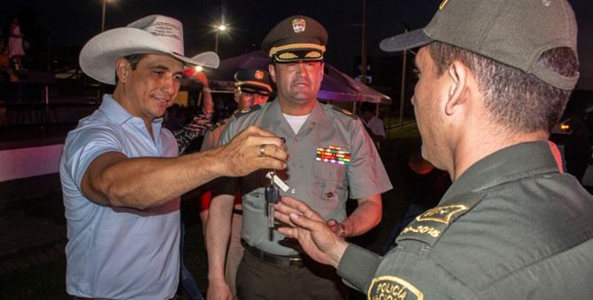 Photo of Gobernador Alirio Barrera entregó 17 vehículos a la Policía