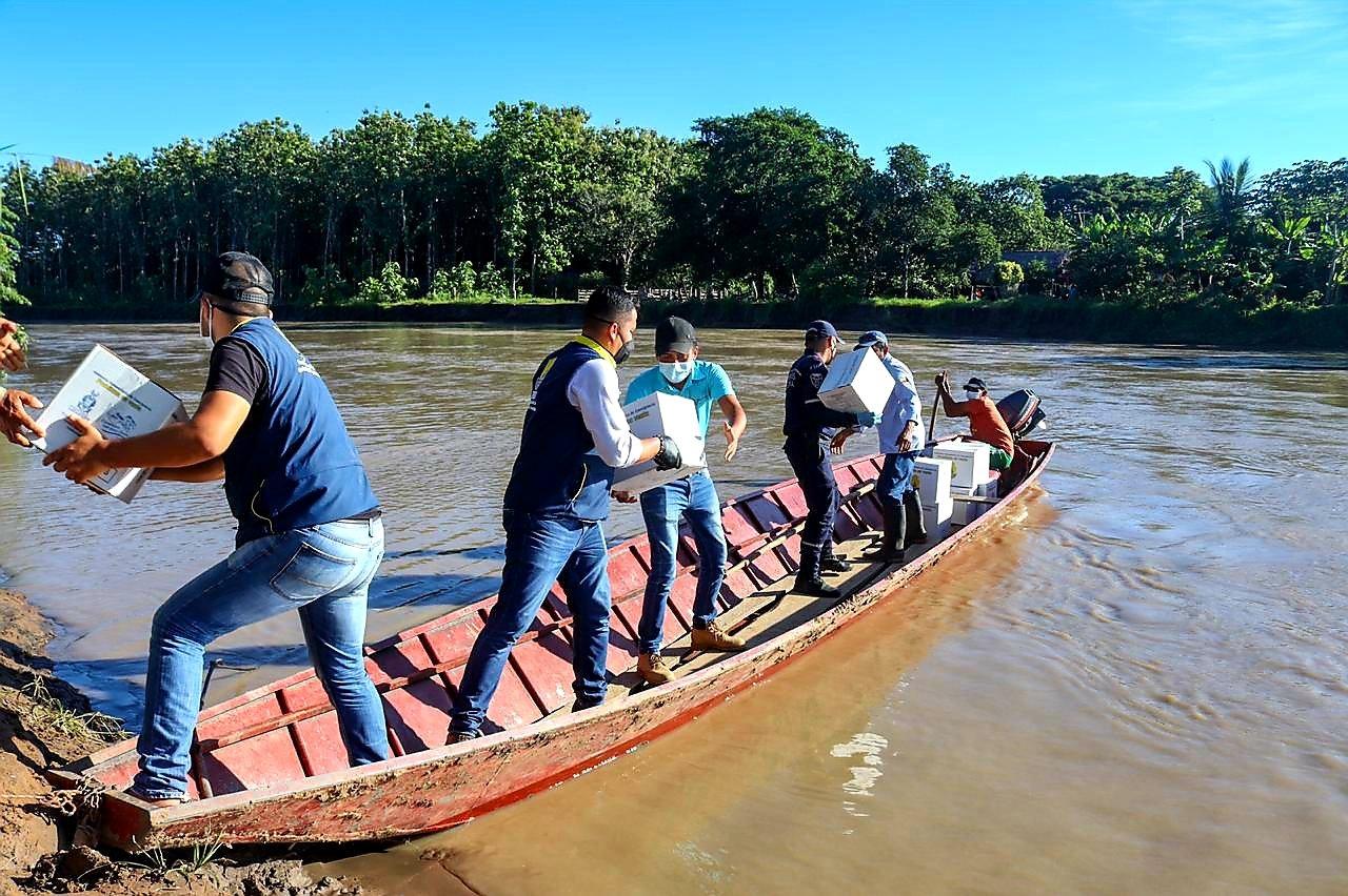 Photo of Gobernador atendió a familias afectadas por la lluvia en Paz de Ariporo, Pore y Yopal