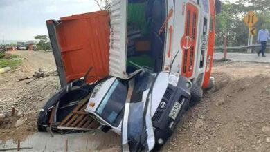 Photo of Aparatoso accidente: volqueta se volcó en la vía Villanueva – Monterrey