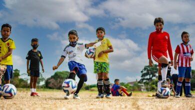 Photo of Gestora Social Cielo Barrera entregó balones a escuela deportiva de La Bendición